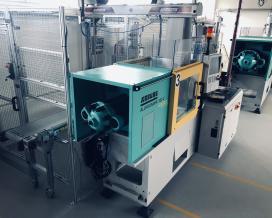 Instalace robota Wittmann na lisovně